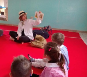 san-mamante-today-its-english-day-story-telling